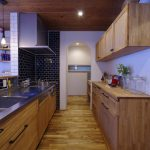 キッチンと造作棚